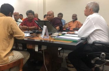 Ranil meets civil society groups