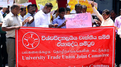 University non-academic staff protest