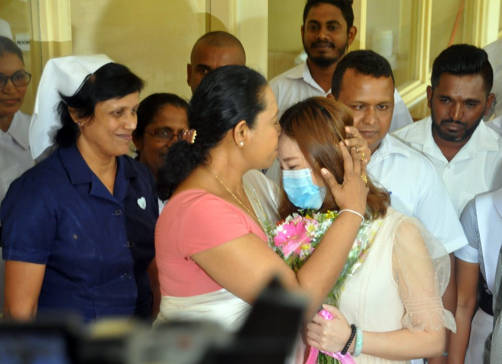 Pavithra Wanniarachchi kissing Chinese COVID-19 patient